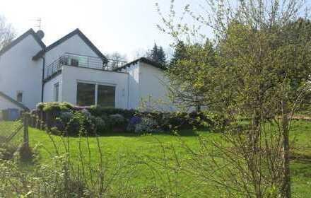 Renoviertes Fachwerkhaus mit großzügigem Anbau und weitem Rheintalblick