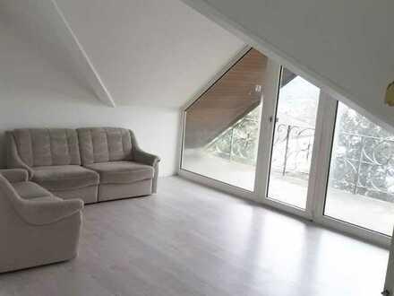 Schöne helle renovierte Dachgeschosswohnung mit zwei Zimmern und großem Balkon in Bad Kissingen