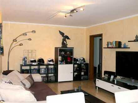 Tolle 3 ZKBB-Wohnung mit TG-Platz zu vermieten!