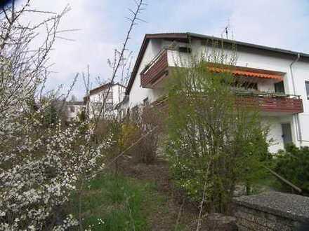 in ruhiger Aussichtslage mit Balkon großzügig wohnen im Dachgeschoss
