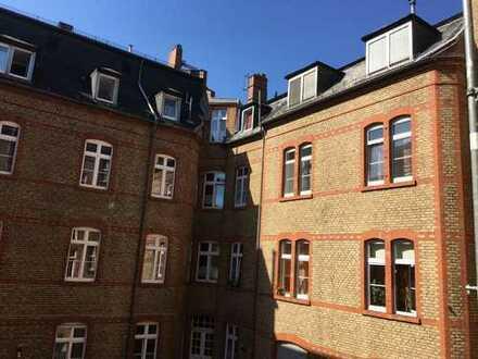 Innenstadt, gut vermietet, Kulturdenkmal in ruhigem Hinterhaus, 2 ZKB, ca. 57 m², Provisionsfrei!