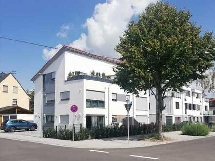 Sehr schöne 2 ZKB Wohnung mit Garten, Abstellraum und 2 Stellplätzen