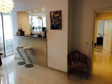 Voll möblierte 2-Zimmer-Wohnung mit EBK und Balkon- Nähe Messe Deutz- ideal für Pendler