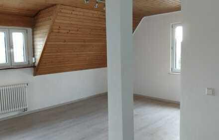 Erstbezug nach Sanierung mit EBK: stilvolle 3-Zimmer-Dachgeschosswohnung in Sindelfingen