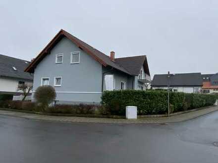 Gepflegte 5-Zimmer-Wohnung mit Balkon und Einbauküche in Niddatal