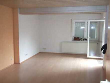 Gepflegte 3-Zimmer-EG-Wohnung mit Balkon und Einbauküche in Geislingen an der Steige