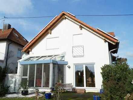 Einfamilienhaus mit Einliegerwohnung und wunderbarem Grundstück
