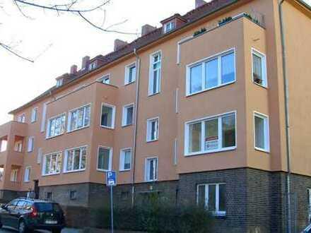 Bild_Großzügige Zweiraumwohnung mit Loggia und Balkon in ruhiger Lage
