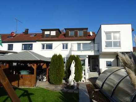 Wohnen mit Schönbuch-Panorama: 3-Familien-Haus nebst Garten und Pool am Ortsrand von Schönaich