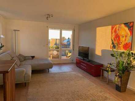 Exklusive, neuwertige 2-Zimmer-Wohnung, möbliert mit Süd-Balkon und EBK in Top-Lage