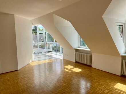 Wunderschöne, helle DG-Wohnung mit Studio und Wintergarten zur Miete in Memmingen