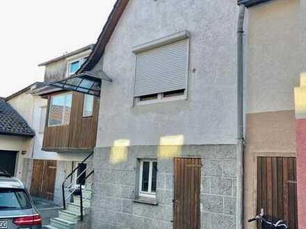 Renovierungsbedürftiges Einfamilienhaus mit Anbau