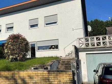 Schöne Doppelhaushälfte mit Garage und Garten
