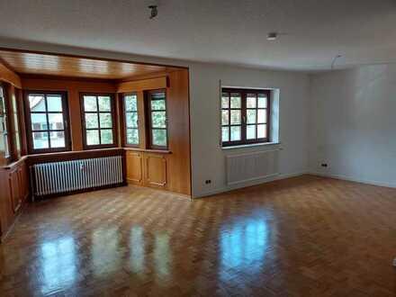 Großzügige 3-Zimmerwohnung - teilrenoviert -