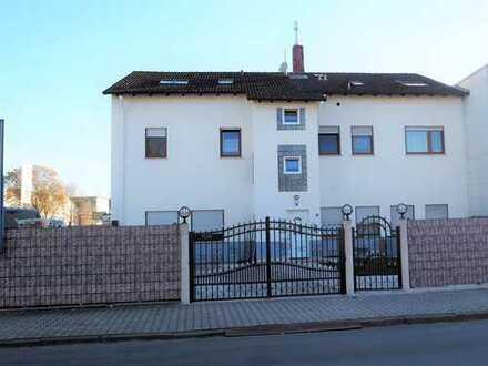 Schönes Mehrfamilienhaus mit vier Wohnungen und einer Gewerbeeinheit- gepflegt u. gut vermietet!