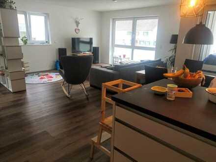 Stilvolle, neuwertige und hochwertige 3-Zimmer-Wohnung mit Balkon und Einbauküche in Illertissen