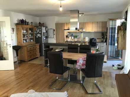Hochwertige barrierefreie 4-Zimmerwohnung mit Einbauküche, Balkon/Gartenbenutzung