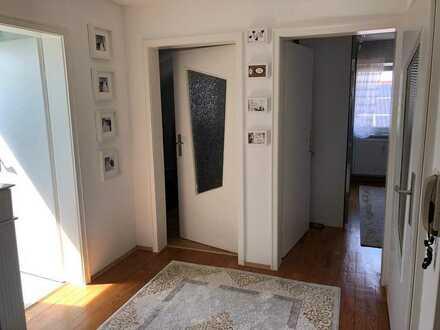 Gepflegte Dachgeschosswohnung mit 3 Zimmern und Einbauküche in Waldbronn