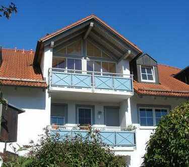 Ihr neues Zuhause! Sonnige und ruhige Dachwohnung mit Balkon