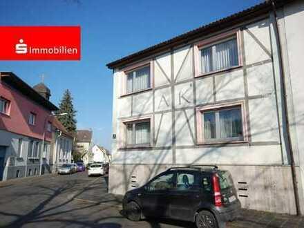 4-Familienhaus mit Potenzial in guter und ruhiger Innenstadtlage. Die größte Wohnung ist frei!