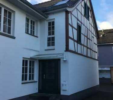 KOMPLETT SANIERTES SCHMUCKKÄSTCHEN! Fachwerk-Einfamilienhaus zur Miete mitten in Niederzissen!