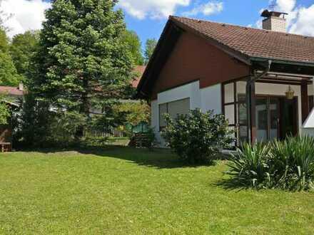 Frisch sanierter Bungalow mit idyllischem Garten in ruhiger Lage