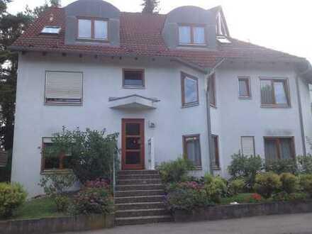 Charmante 2- Zimmer-Dachgeschoss-Maisonette-Wohnung mit Dachloggia und Tiefgarage in S-Schönberg