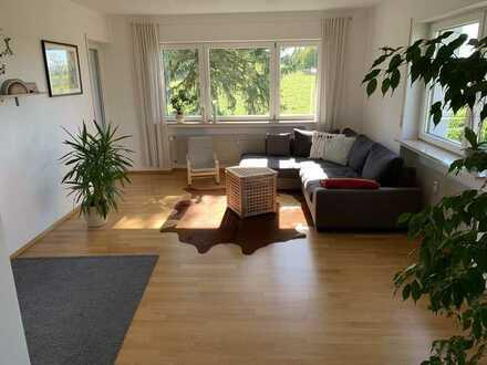 Modernisierte Erdgeschosswohnung mit vier Zimmern sowie Balkon und EBK in Herrenberg-Mönchberg