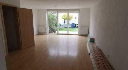 N-Rehhof, großz.,lichtdurchflutetes RMH, 5 gutgeschn. Zimmer, voll unterkellert, gemütlicher Garten