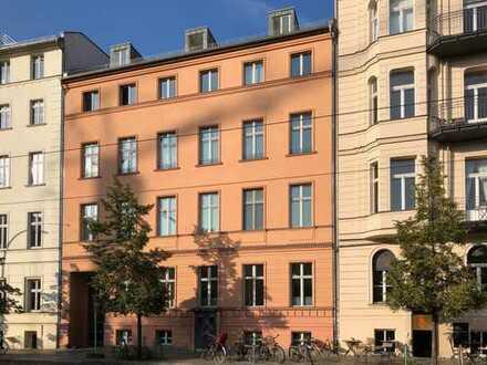 Repräsentative Altbauwohnung in Berlin-Mitte am Monbijoupark