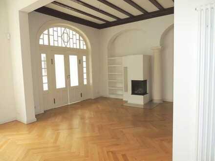 Bergedorf - Großzügige, hochwertige sanierte Altbauwohnung mit Kamin und Sauna