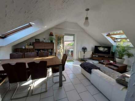 Gepflegte 2-Raum-Dachgeschosswohnung mit Balkon und Einbauküche in Ilshofen