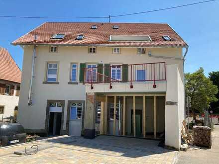 Erstbezug nach Grundsanierung- Großzügige, helle 2 Zimmer-Maisonette im Zentrum von Erligheim!