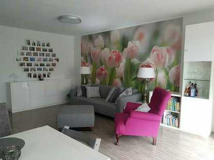 DU Rahm: Barrierearme EG-Wohnung mit Garten + Garage