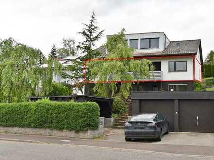 Hochwertig sanierte 4,5 Zimmer Wohnung mit Balkon, Specksteinofen, Garten und Garage