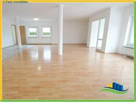 *Großzügige und helle Wohnung mit viel Platz*