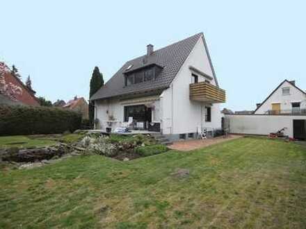 Schönes 1-2 Familienhaus auf großem Grundstück
