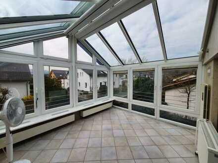 Frisch renovierte 3-Zimmer-Dachgeschosswohnung mit Teckblick!
