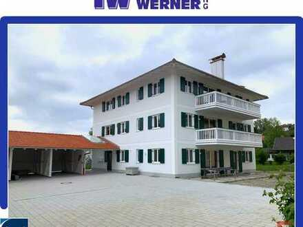 ***NEUBAU! Erstbezug! Großzügige 4-Zimmer-Wohnung mit Südbalkon und Carport mitten in Bad Endorf!***