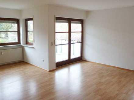 Schicke, großzügige 2 Zimmerwohnung mit gr. überdachtem Balkon in schöner Lage