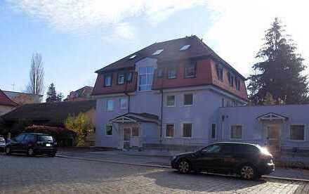 Innenstadtlage & nahe Uni! Schickes 1 Zimmer-Apartment mit Terrasse, kl. EBK, Bad m. Du, TG-Stellpl.