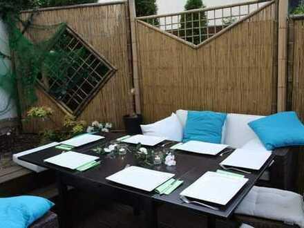 Außergewöhnlich geschnittene und modernisierte 2,5-Zimmer-Wohnung mit traumhafter Terrasse