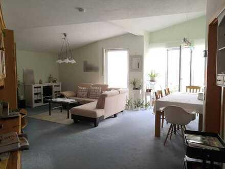 Gepflegte DG-Wohnung mit drei Zimmern und Balkon in Karlstadt