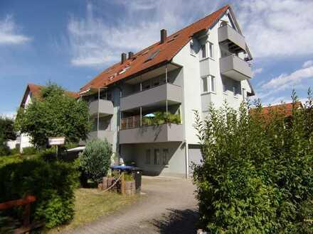 Gepflegte 3-Zimmer-Eigentumswohnung mit ausgebautem Spitzboden, Balkon und Garage.