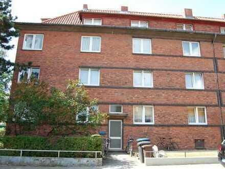 kleine 3 Zimmer Dachgeschoss Wohnung mit Vollbad und Einbauküche