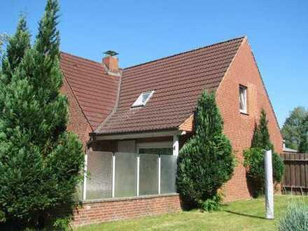 Großzügiges Wohnhaus mit Halle auf 2 Bauplätzen