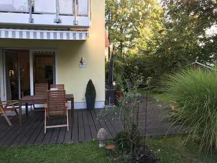 Stilvolle, neuwertige 3-Zimmer-Erdgeschosswohnung mit Balkon und Einbauküche in Augsburg