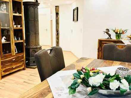 Altbauchic mit großer Einbauküche -Traumbad - Balkon -KFZ-Stellplatz in guter Lage