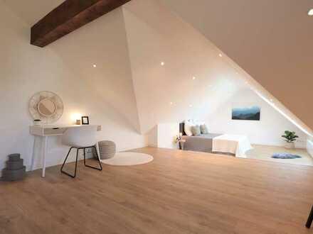 Traumhafte weitläufige Dachgeschoss Maisonette-Wohnung mit Sonnenterrasse, großer gemeinsamer Garten