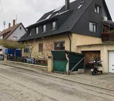 Modernisierte 3,5-Zimmer-EG-Wohnung mit Balkon und Einbauküche in Steinenbronn